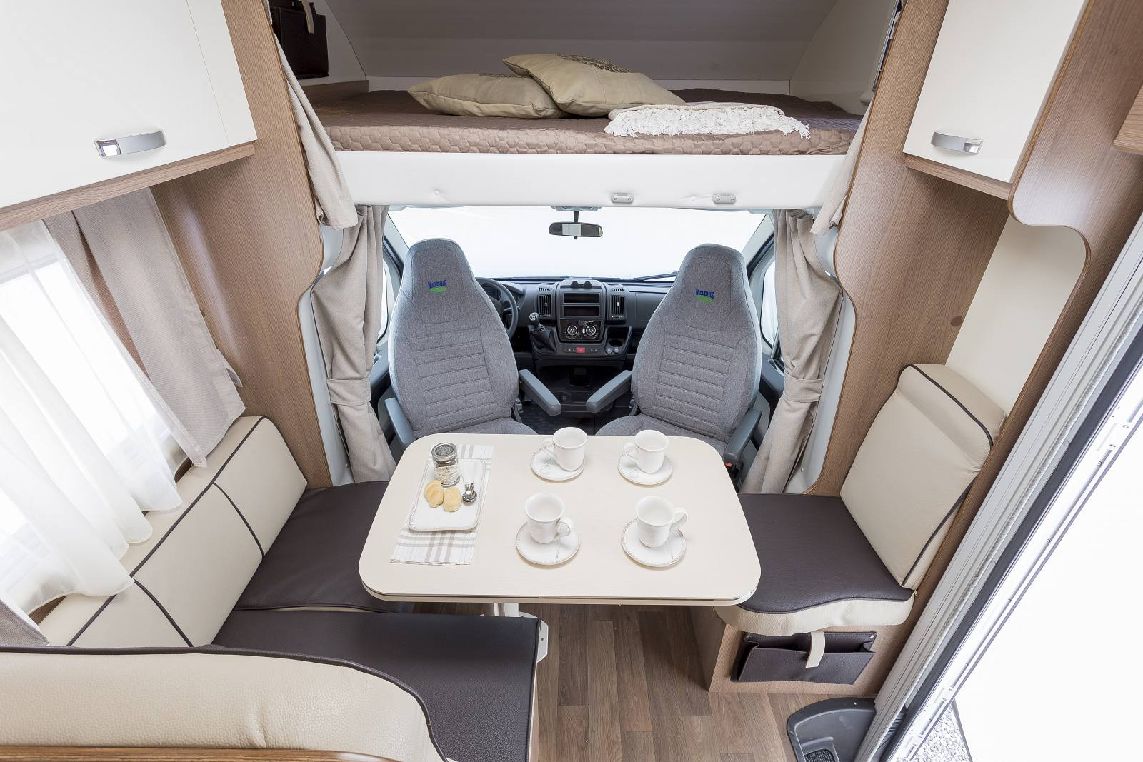 camper mh6 island f r 6 personen thobareisen. Black Bedroom Furniture Sets. Home Design Ideas